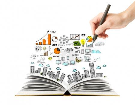 Photo pour Main, dessin plan des affaires et à livre ouvert - image libre de droit