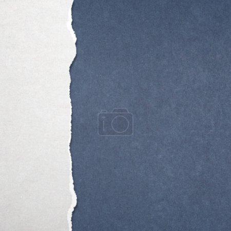 Foto de Fondo de papel rasgado brillante para su mensaje - Imagen libre de derechos