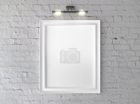 Photo pour Cadre blanc sur mur avec applique murale - image libre de droit
