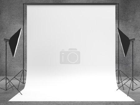 Photo pour Studio avec un décor et une toile de fond lumineux - image libre de droit
