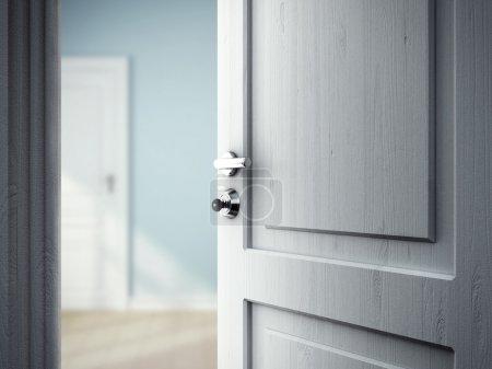 Photo pour Porte ouverte dans la Chambre bleue - image libre de droit