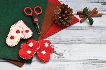 Photo pour Fournitures et ornements d'artisanat de Noël - image libre de droit