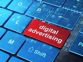 Marketing-Konzept: digitale Werbung auf Computer-Tastatur-Hintergrund