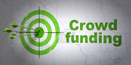 Photo pour Concept de financement du succès : flèches frappant le centre de la cible, Green Crowd Funding sur fond de mur, rendu 3d - image libre de droit