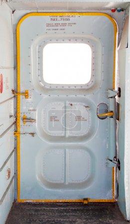 Photo pour Porte de l'avion militaire à l'intérieur - image libre de droit