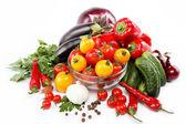 Zdravé jídlo. čerstvá zelenina na bílém pozadí
