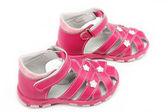Sandali rosa bambino isolati su sfondo bianco