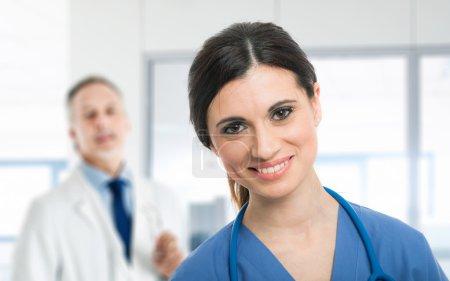 Photo pour Portrait d'une infirmière souriante - image libre de droit