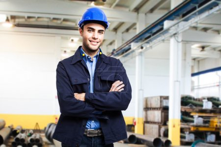 Photo pour Portrait d'un ingénieur au travail - image libre de droit