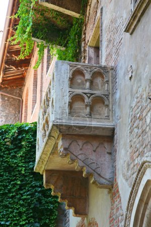Details Romeo and Juliet balcony