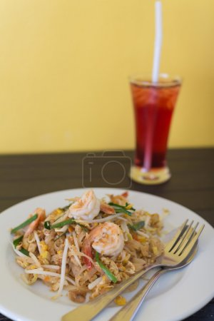 Fried noodle with shrimp