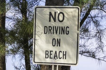 Photo pour Panneau d'information - aucun volant sur plage - image libre de droit