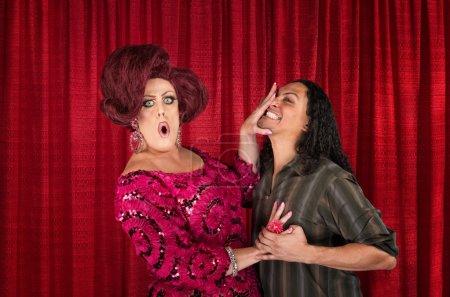 низкопоклонство трансвестит и целовать мужчину