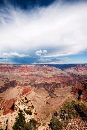 Photo pour Vue du Grand Canyon donnant sur le bord nord, y compris le sentier Bright Angel - image libre de droit