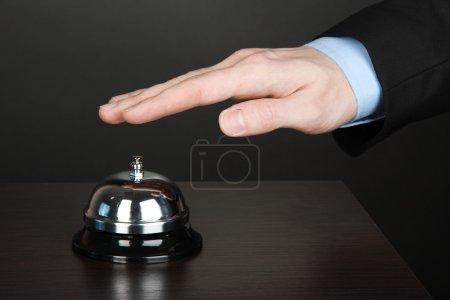 hand klingeln im service portier auf