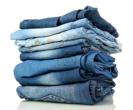 Photo pour Beaucoup de différents Blue-Jeans isolé sur blanc - image libre de droit