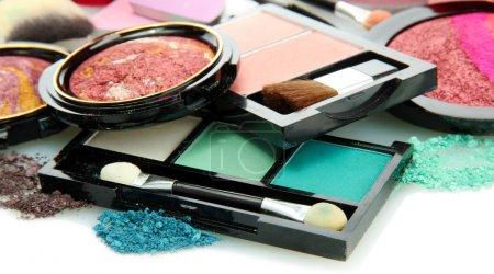 Photo pour Beaux cosmétiques décoratifs, isolés sur blanc - image libre de droit