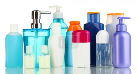 Photo pour Beaucoup de différents produits cosmétiques pour les soins personnels isolé sur blanc - image libre de droit