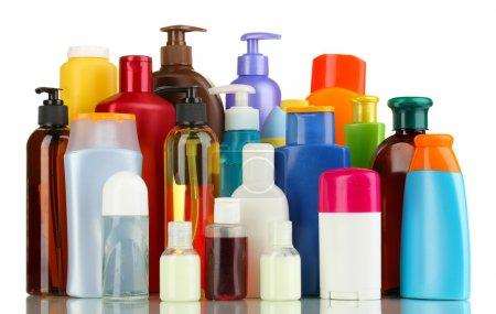 Photo pour Beaucoup de différents produits cosmétiques pour les soins personnels isolés sur blanc - image libre de droit