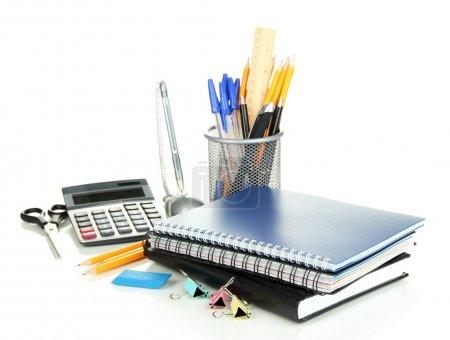 Photo pour Fournitures scolaires et de bureau isolées sur blanc - image libre de droit