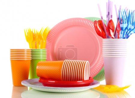 Photo pour Vaisselle en plastique multicolor, isolé sur blanc - image libre de droit