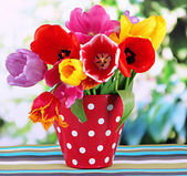 """Постер, картина, фотообои """"Красивые тюльпаны в букет на стол на ярком фоне"""""""