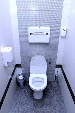Photo pour Cabine de toilettes publiques - image libre de droit