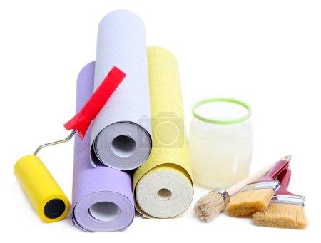 Photo pour Papier peint et accessoires pour papier peint colle, isolé sur blanc - image libre de droit
