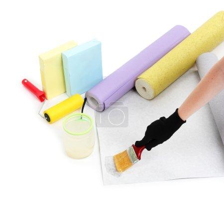 Photo pour Papier peint à tartiner à la main par colle, isolé sur blanc - image libre de droit