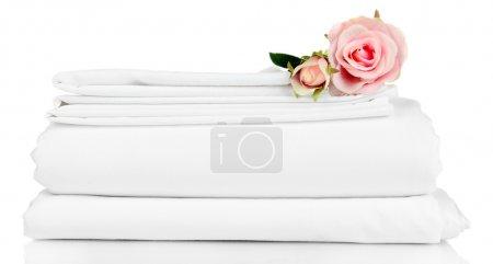 Photo pour Empilement de draps propres isolés sur du blanc - image libre de droit