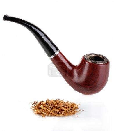 Photo pour Fumer la pipe et tabac isolé sur blanc - image libre de droit