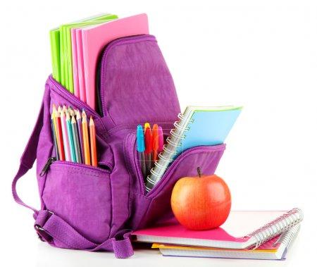 Photo pour Sac à dos violet avec fournitures scolaires isolé sur blanc - image libre de droit
