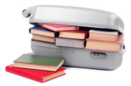 Photo pour Valise avec livres isolés sur blanc - image libre de droit