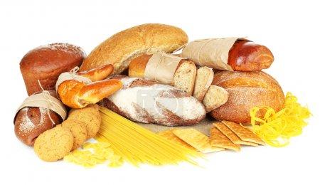 Photo pour Produits de farine savoureuse isolés sur blanc - image libre de droit