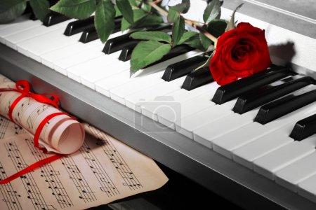 Photo pour Fond de clavier piano - image libre de droit