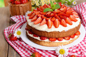 Výborné sušenky dort s jahodami