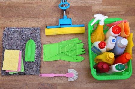Photo pour Collecte de produits et d'outils de nettoyage - image libre de droit