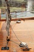 Lodní lanoví na staré jachtě