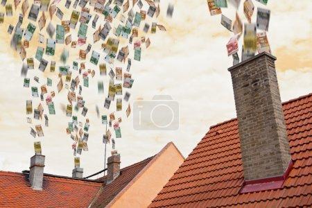 Photo pour Beaucoup d'argent en euros vole dans les cheminées - image libre de droit