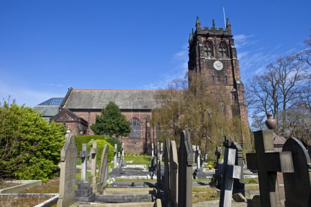 Photo pour St. Peter's Church in Woolton, Liverpool.  It was in the church hall opposite that John Lennon met Paul McCartney for the first time on the 6th July 1957 - the two founding members of 'The Beatles'. - image libre de droit