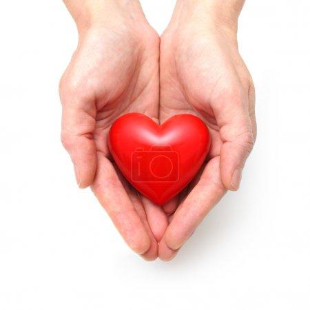 Photo pour Coeur rouge à la main de l'homme isolé sur blanc - image libre de droit
