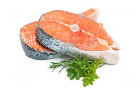 Photo pour Du saumon. Steak de saumon cru frais isolé sur fond blanc - image libre de droit