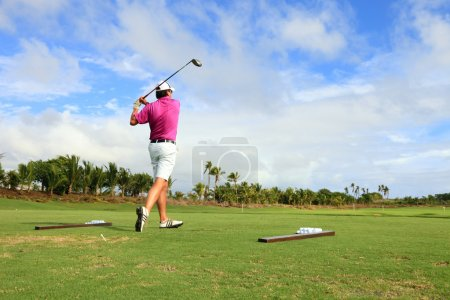 Golf player teeing