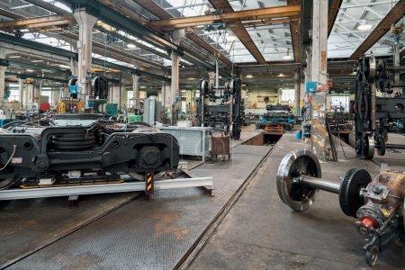 Photo pour Usine de machines dans l'atelier de l'industrie lourde - image libre de droit
