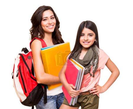 Photo pour Deux étudiants heureux posant sur fond blanc - image libre de droit