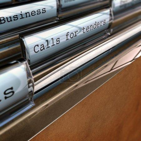 Photo pour Appel d'offres écrit sur un dossier, perspective avec effet flou concept des opportunités d'affaires - image libre de droit