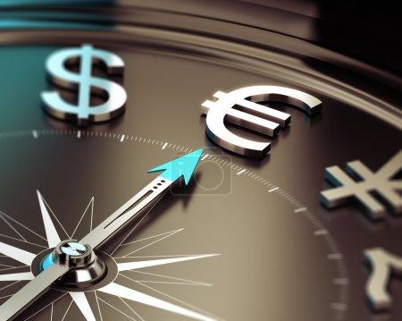 Photo pour Boussole avec aiguille pointant le symbole Euro avec effet flou. Illustration symbole des solutions d'investissement . - image libre de droit
