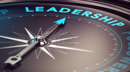 Photo pour Boussole avec aiguille pointant le mot leadership avec effet flou plus les tons bleu et noir. Image conceptuelle pour illustrer la motivation du leader - image libre de droit