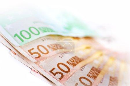 Photo pour Union européenne Monnaie - Bons en euros. 50 et 100 Euro Bills en gros plan Photographie . - image libre de droit