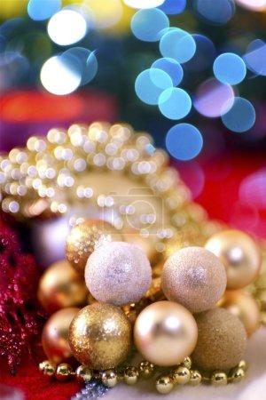 Foto de Alquiler vacaciones adornos dorados y azules luces de Navidad. colección de fotos de Navidad. - Imagen libre de derechos